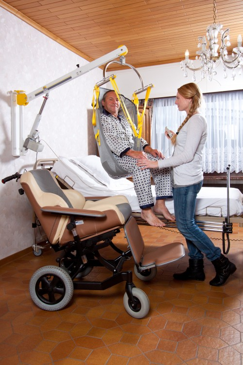 SureHands - Attendant use - bed, bath, toilet, ... - In and out of bed with the aid of an attendant. - Standard spreader bar , Wall-to-Wall™ lift systems