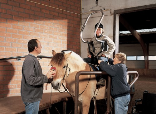 SureHands - SureHands® Body Support - Horseback riding with the SureHands body support and the ceiling motor -